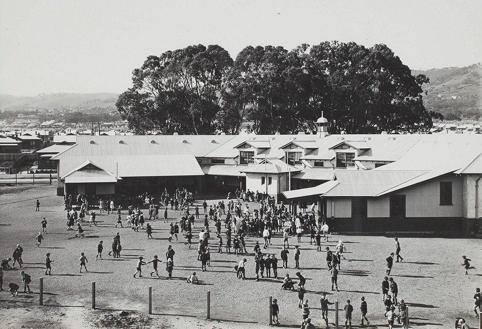 Children in school yard 1933: University of Melbourne archives